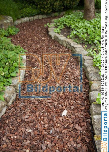 Für den Weg im Garten können Sie auch Trittsteine verwenden