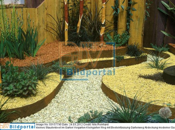 details zu 0003157790 kleines staudenbeet im garten vorgarten kleingarten weg mit. Black Bedroom Furniture Sets. Home Design Ideas